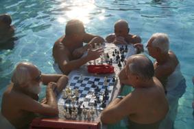Széchenyi fürdö Heilbad Bäder in Budapest Tipp schachspielende Männer