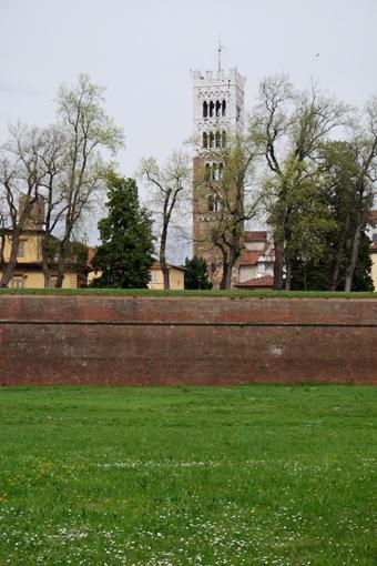 Reisetipps Italien Lucca Toskana Reiseblog Travel Italy Tipps für den Italienurlaub Norditalien Stadtmauer