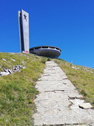 Buzludzha Denkmal monument bulgarien reisetipp sozialistischer brutalismus lost places balkan shipka